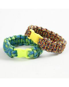 A braided Bracelet from Macramé Cord with a Click Fastener