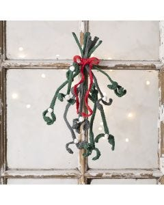 Crochet your own mistletoe