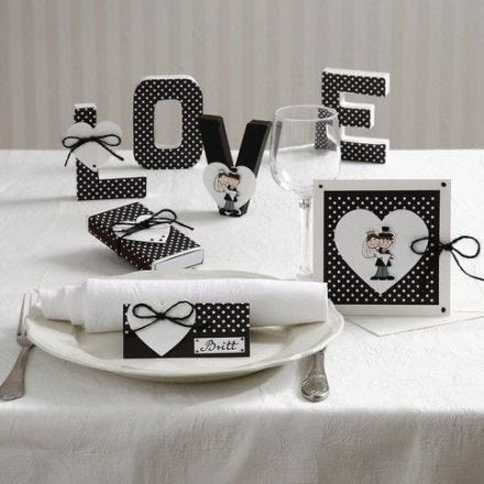 Cards and Table Decorations with Hearts and a Married Couple
