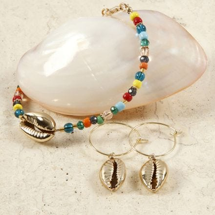 A Bead Bracelet and Earrings with golden Sea Shells