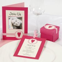 Invitations and table decorations in pink/rose