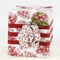 Gift Wrapping with a large Bow from Paper Star Strips